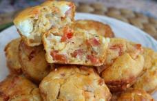 Brioșe cu ton, roșii și brânză