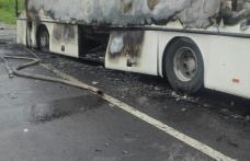 Panică în miez de noapte. Autocar distrus într-un incendiu la Pomârla