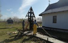 Resfințire de troiță la cimitirul din Dealu Mare în ajunul Înălțării Domnului - FOTO