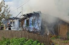 Casă distrusă de foc la Brăești! Pompierii dorohoieni au intervenit pentru stingere