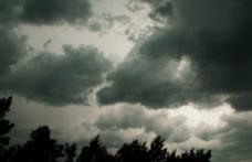Meteorologii informează! Patru zile de instabilitate atmosferică, ploi și vânt