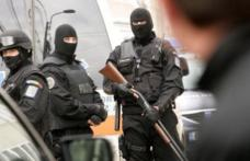 Razie cu poliția și mascații în Piața Centrală. S-au dat zeci de amenzi!