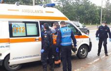 Bărbat căzut în stradă salvat de jandarmi - FOTO