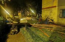 Ploaie torențială la Botoșani! Străzi inundate, copaci rupți și acoperișuri luate de vijelie - FOTO