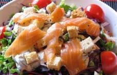 Salată Caesar cu somon afumat