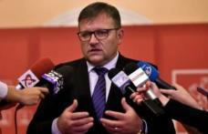 În timp ce PSD a dat votul decisiv pentru desființarea pensiilor speciale, PNL joacă la păcănele viața românilor