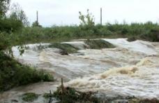 Oameni și animale evacuate în această dimineață din comuna Hudești. Prutul a depășit cota de inundație!