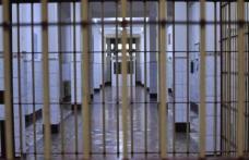 Tânăra care a lovit un polițist își va petrece următoarele 30 de zile în arest