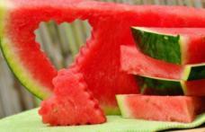 Fructul-vedetă al verii PEPENELE ROŞU - bogat în vitamine și antioxidanți