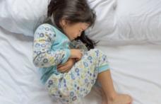 Ce putem face când copilul spune că îl doare burtica