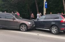 O mașină din Botoșani implicată într-un accident la Suceava. Două victime au ajuns la spital