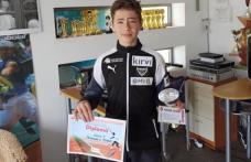 Trofeu câștigat de un tânăr din Dorohoi la un turneu de tenis la Piatra Neamț - FOTO