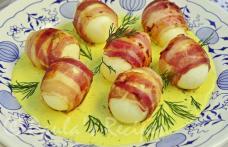 Ouă învelite în bacon și sos de muștar