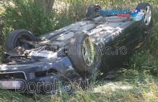 Accident pe drumul Dorohoi - Dumeni! Două mașini s-au răsturnat după o depășire neregulamentară - FOTO