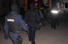 Percheziții domiciliare după ce un magazin de produse electronice din Botoșani a fost spart. Doi bărbați reținuți!