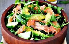 Salată cu somon și ciuperci