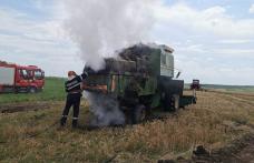 Combină agricolă distrusă parțial de flăcări - FOTO