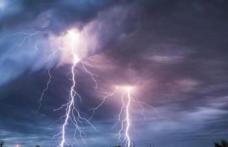 Furtuni și vijelii nimicitoare anunțate de meteorologi. Cod Portocaliu de vreme rea în 16 județe!