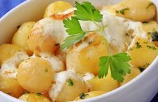 Cartofi noi cu unt, smântână și mărar