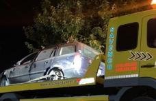 Plimbare cu peripeții la Botoșani! O tânără s-a oprit cu mașina în peretele unei case