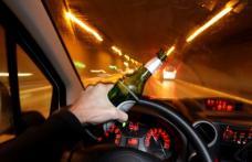 Bărbat găsit de polițiști după ce s-a urcat mort de beat la volan și a produs un accident