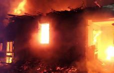 Incendiu la Cristinești! O familie cu trei copii a rămas fără acoperiș deasupra capului