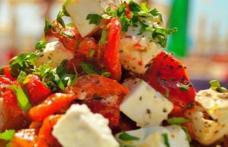 Salată de pui cu ardei copți