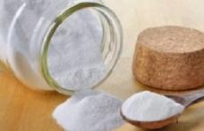 Remediul minune: apa, oțetul și bicarbonatul de sodiu