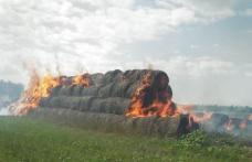 Zeci de tone de furaje mistuite de flăcări din cauza unui foc nesupravegheat - FOTO