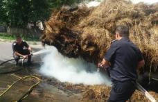 Joacă periculoasă! Căruță cu fân incendiată în mers de doi adolescenți - FOTO