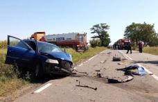 Ciocnire violentă între o mașină și o cisternă pe un drum din județul Botoșani - FOTO
