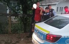 Tânăr arestat după ce și-a terorizat fosta soție și a sărit la bătaie la polițiști - FOTO