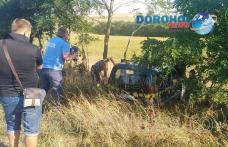Dorohoieni răniți într-un accident! O mașină scăpată de sub control s-a oprit în copacii de pe marginea drumului - FOTO