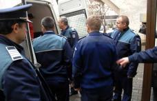 Tâlhărie în plină stradă. Botoșăneni reţinuţi, după ce au bătut un bărbat pentru ai fura banii și țigările