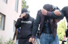"""Doi tineri """"înflăcărați"""" reținuți cu focuri de armă, pentru tâlhărie și viol"""