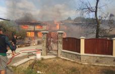 INCENDIU devastator în județul Botoșani: Trei locuințe în flăcări, intervin mai multe echipaje – FOTO
