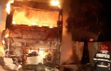 Autobuz distrus de flăcări! Pompierii au intervenit pentru stingere - FOTO