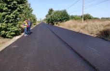 Ne ținem de cuvânt! Lucrări de asfaltare în plină desfășurare pe tronsonul de drum județean Baisa – Corni - FOTO