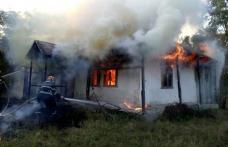 Casă distrusă de flăcări la Broscăuți. Incendiul a fost provocat de proprietară – FOTO
