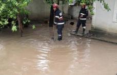 Pompierii au intervenit în urma inundațiilor din județ din noaptea trecută. S-au înregistrat 15 apeluri de urgență