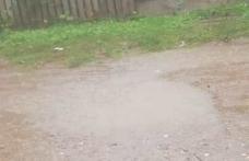 """Primim la redacție – """"Pe strada Oituz la fiecare ploaie să înotăm în noroi"""""""