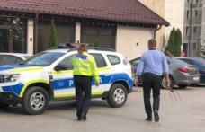 Scene incredibile la Botoșani! Un tânăr a amenințat cu furca oamenii din Parcul Mihai Eminescu