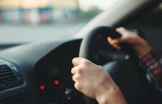 Hoț arestat după ce a furat o mașină și s-a plimbat cu ea, deși nu avea permis