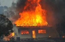 TRAGIC: Bătrână arsă de vie într-un incendiu care i-a mistuit toată locuinţa