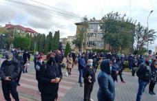 """Zeci de efective de polițiști, jandarmi și polițiști locali au acționat pe timpul evenimentului desfășurat la biserica """"Sf. Vineri"""" din Dorohoi"""