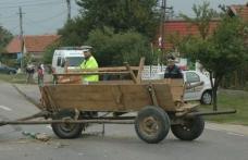 Accident ciudat la Ibănești: Un căruţaş a ajuns la spital după ce a intrat cu căruța într-o mașină