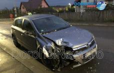 Pericol pe o stradă din Dorohoi! O mașină s-a izbit într-un stâlp - FOTO
