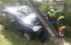 Șofer băut urmărit de polițiști mai bine de 10 km. Aventura s-a terminat într-un stâlp din beton