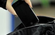 Hoţ la 14 ani. Un adolescent a furat telefonul mobil din buzunarul unei femei în Piața Centrală