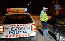 Oprit de polițiști deoarece se deplasa haotic cu mașina